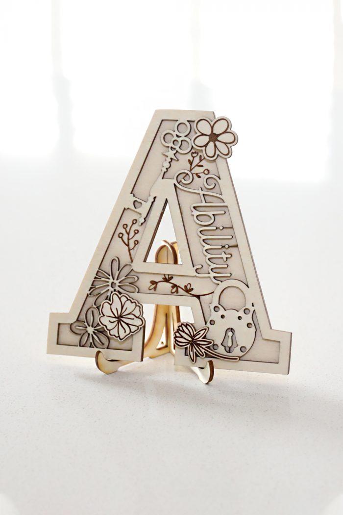 Custom laser cut wood letters - Décor: ...